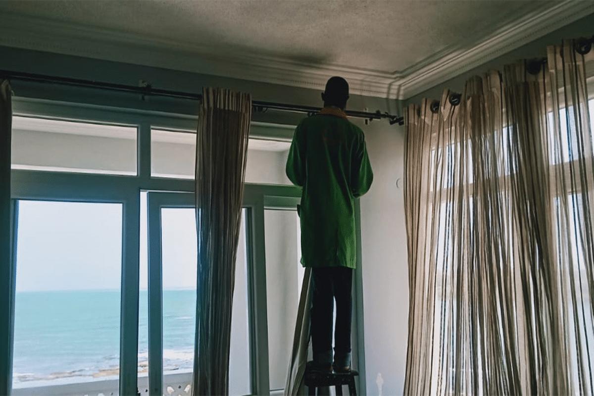 curtain-slide